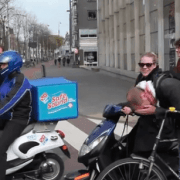 La moto silenciosa de Domino's pizza