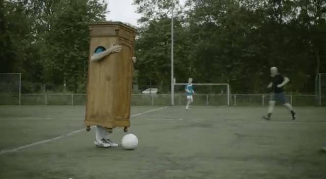 Spot para animar a los futbolistas a salir del armario