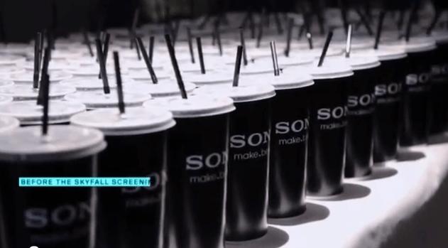 Sony presenta su móvil sumergible en un refresco