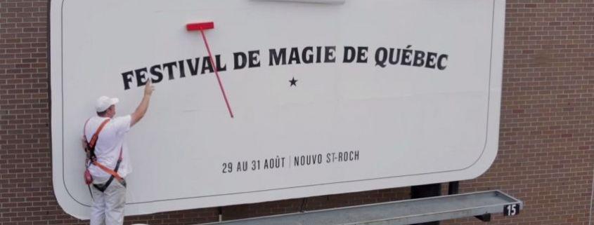 Valla de publicidad mágica