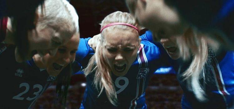 Anuncio Icelandair para la selección islandesa femenina